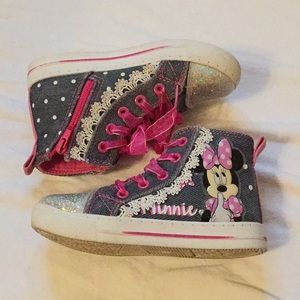 Minnie Mouse high top shoes 🎀